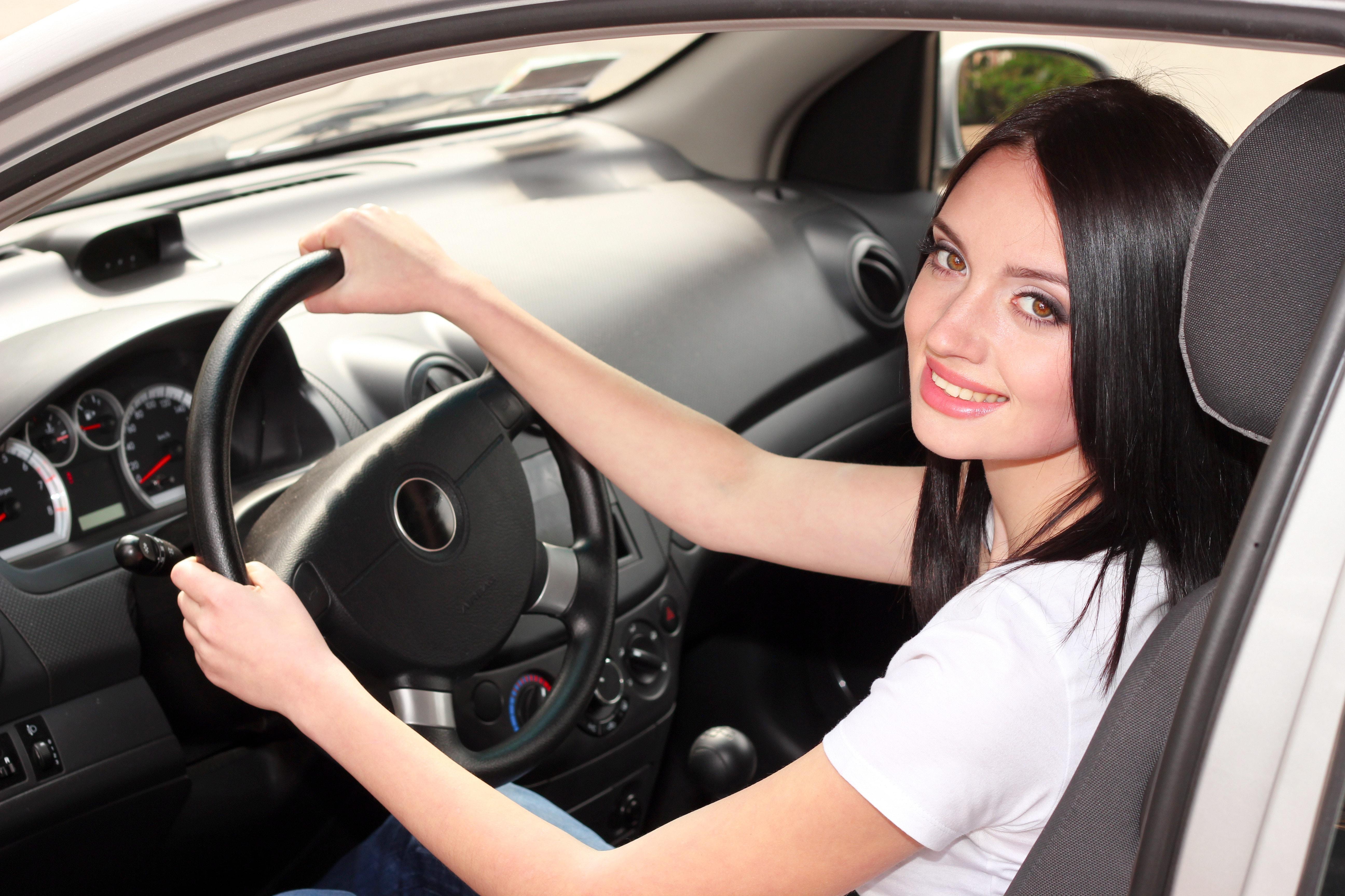 девушек в машине фото русских